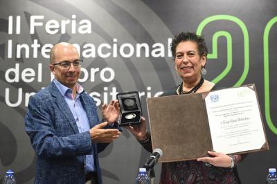 """Sayri Karp obtiene el Reconocimiento al Editor Universitario """"Rubén Bonifaz Nuño"""" 2018."""